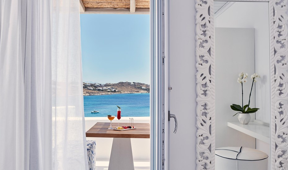 Katikies Mykonos Junior Suite Q1A0446